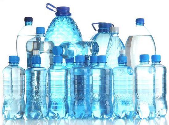 Cuanto dura una botella de agua mineral abierta