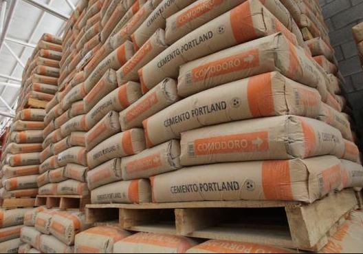 La bolsa de cemento pesa 50 kg