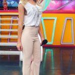 Cuanto mide y pesa Laurita Fernandez