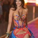 Cuanto mide y pesa Kendall Jenner