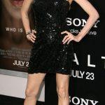 Cuanto mide y pesa Angelina Jolie