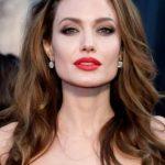 Cuantos años tiene Angelina Jolie